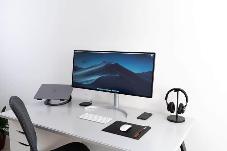 Monitor LCD su scrivania