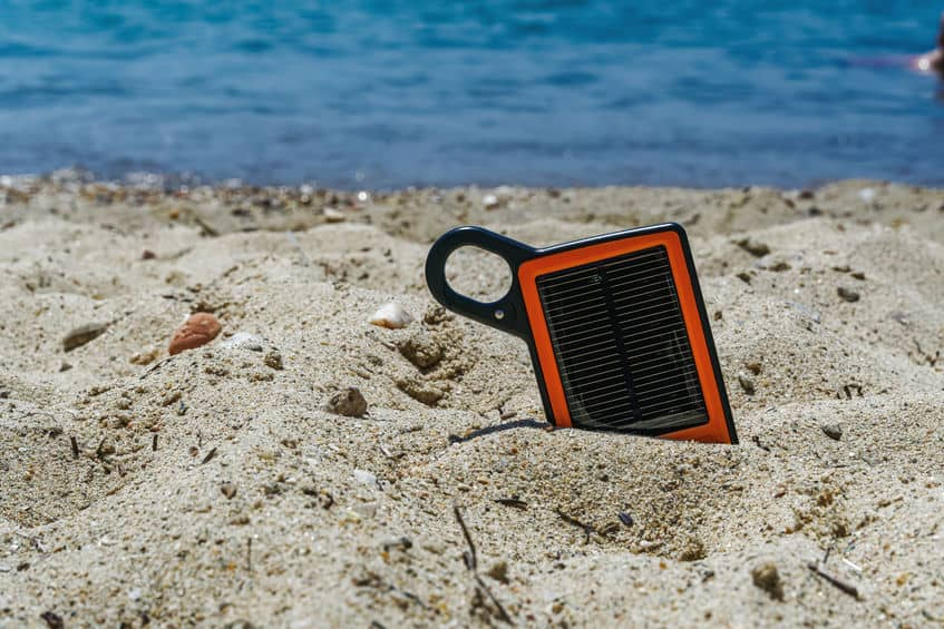 Power bank in spiaggia