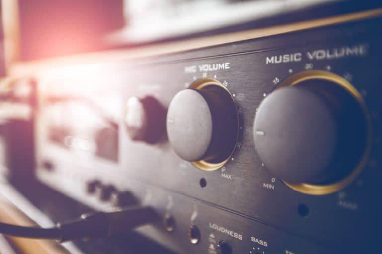 Primo piano di un amplificatore Hi-Fi