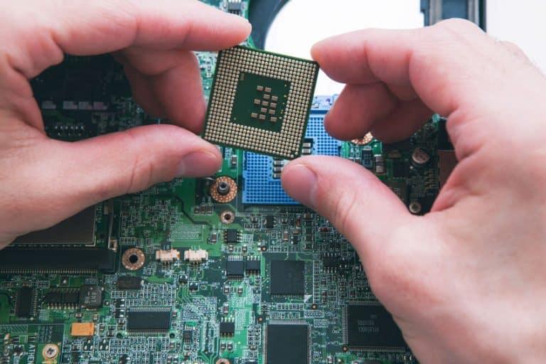 Processore in mano