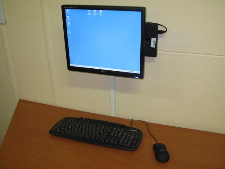 Mini PC connesso a uno schermo