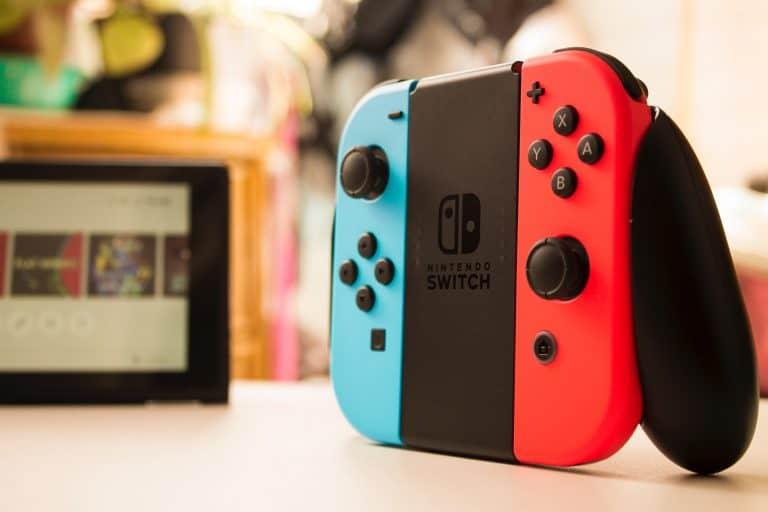 Nintendo Switch visto desde perfil izquierdo