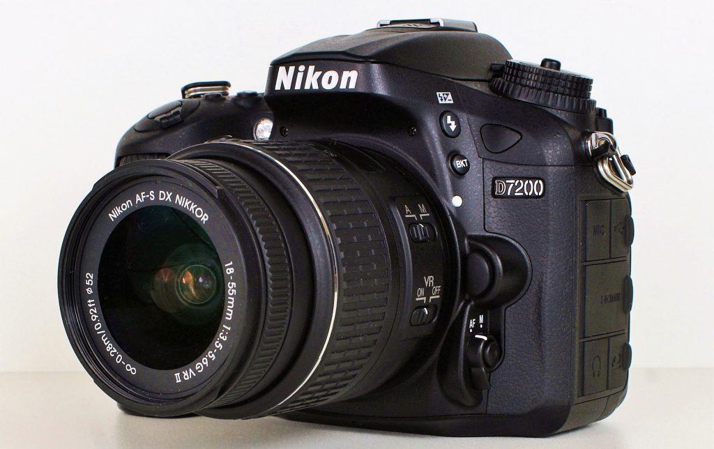 Imagem de uma câmera Nikon.